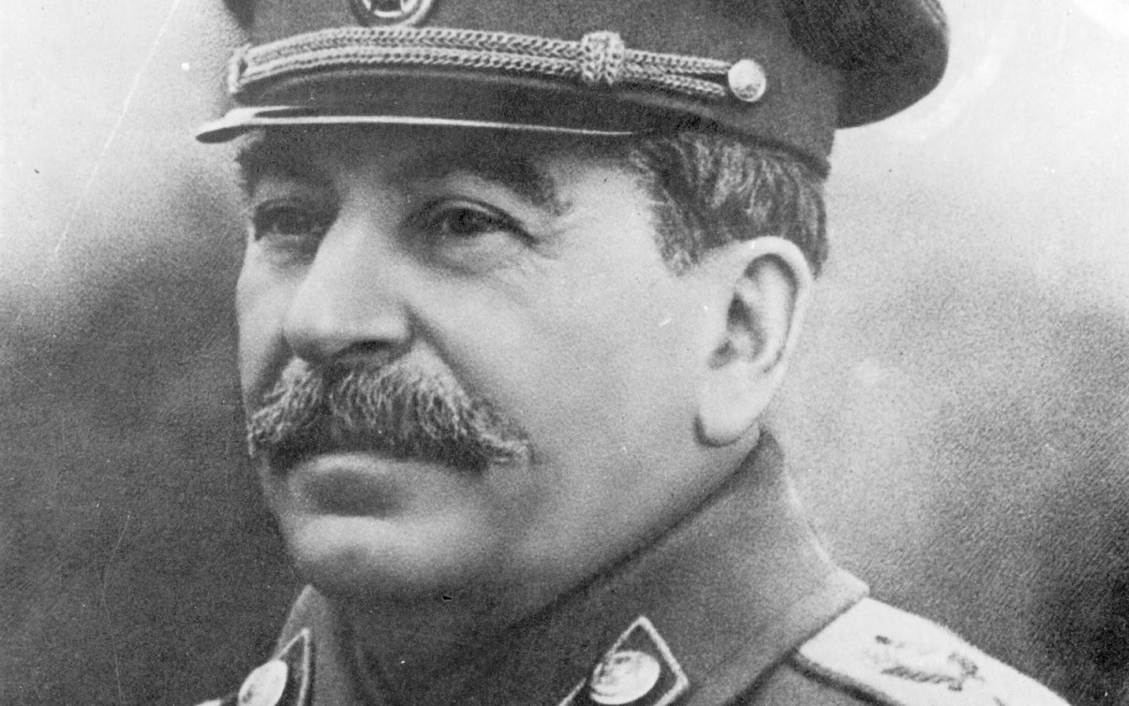 Сталин остается между поклонением и проклятиями