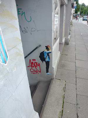 Back to school...! Paperwork (klein) am Hauseingang - Hamburg