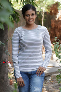 Tamil Actress Chandini Tamilarasan Latest Pos in Ripped Jeansat Ennodu Vilayadu Press Meet  0030.jpg