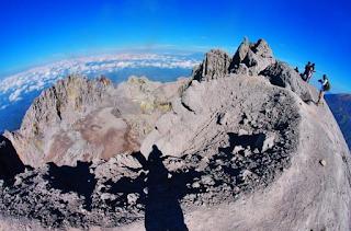 Pesona puncak Merapi