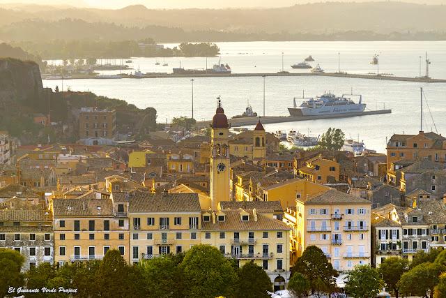 Campanario de Agios Spyridon desde la Fortaleza Antigua - Corfu por el Guisante Verde Project