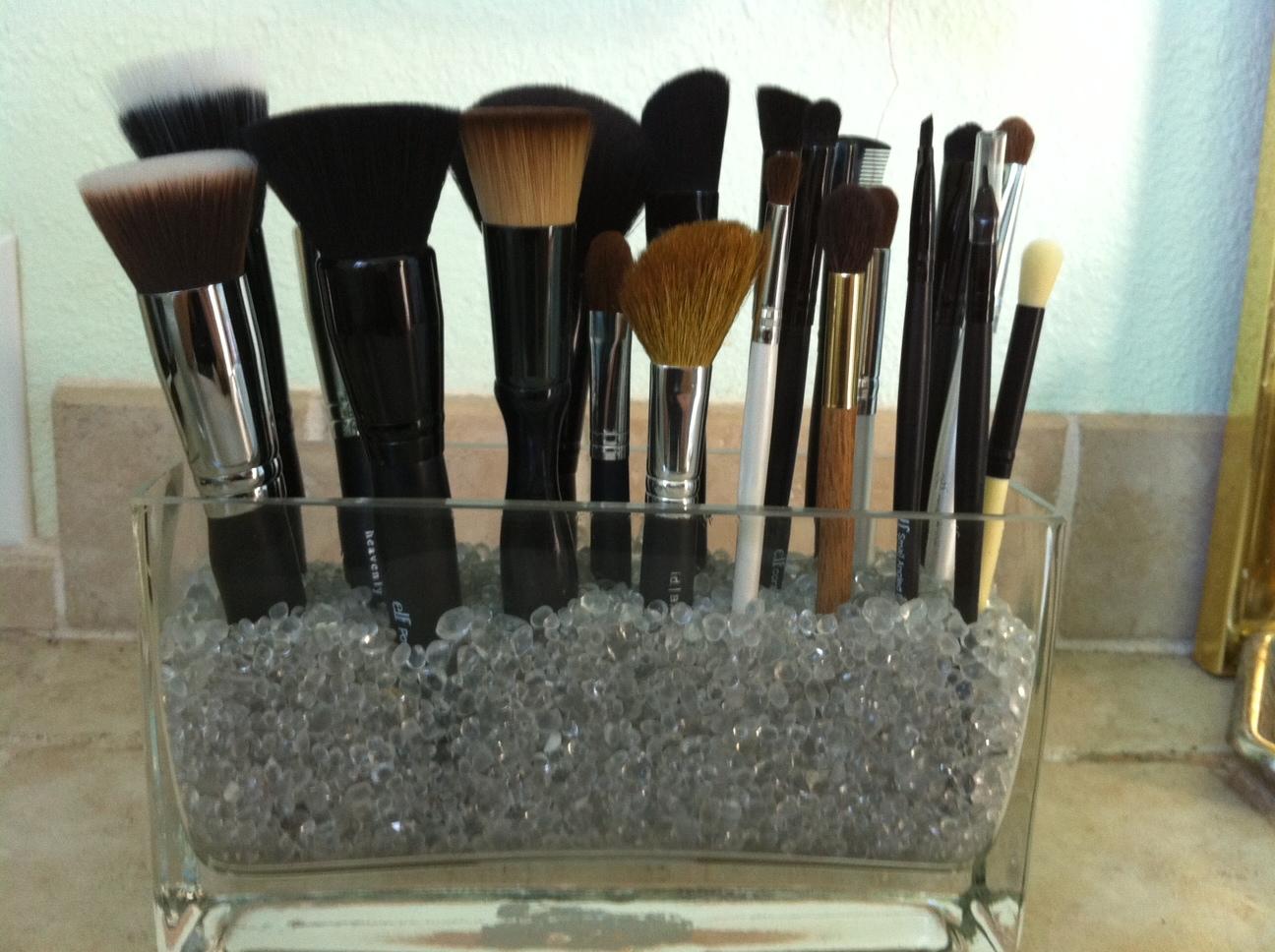DENISE JOYCE: DIY Wednesday: Make Your Own Brush Holder!