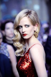 Eva Green en robe rouge dans Dark Shadows de Tim Burton (2012)