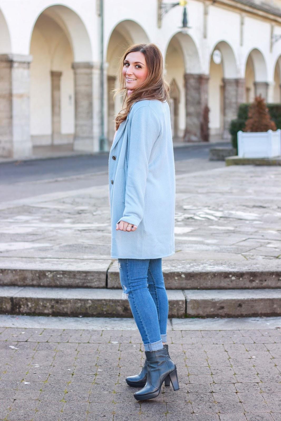 Fashionblogger aus Deutschland - German Fashionblogger - Streetetyle - Fashionstylebyjohanna - Rosa Rolli- Blauer Mantel