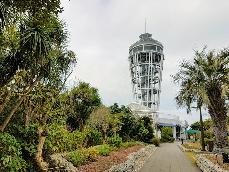 遠處的江之島展望燈塔