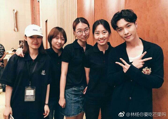 170624 林杨你要吃芒果吗 Weibo Update with Lay