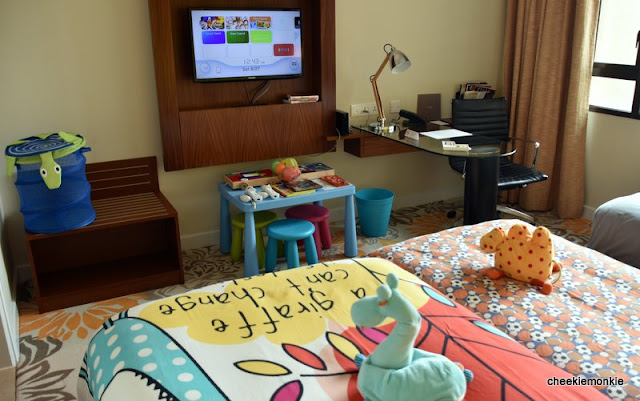 staycation in swissotel merchant court 39 s kid themed rooms giveaway