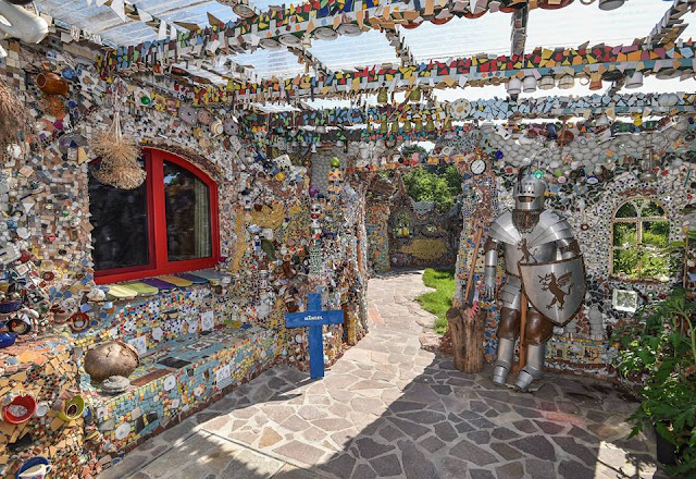 Polychrome stones decorate humble house into fairytale castle