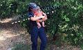 «Ήταν αυτονόητο», λέει η αστυνομικός που ηρέμησε μωρό μετά από τροχαίο (βιντεο)