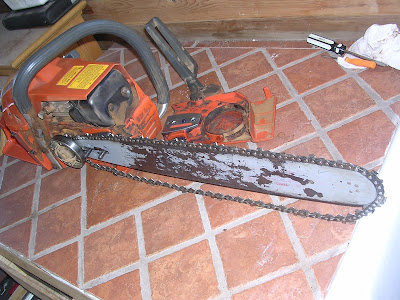 Chainsaw use and maintenance for beginners the ultimate answer now put the bar in place on the bar studs push it all the way to the rear at first and dont worry about connecting it with the tensioner drape the chain greentooth