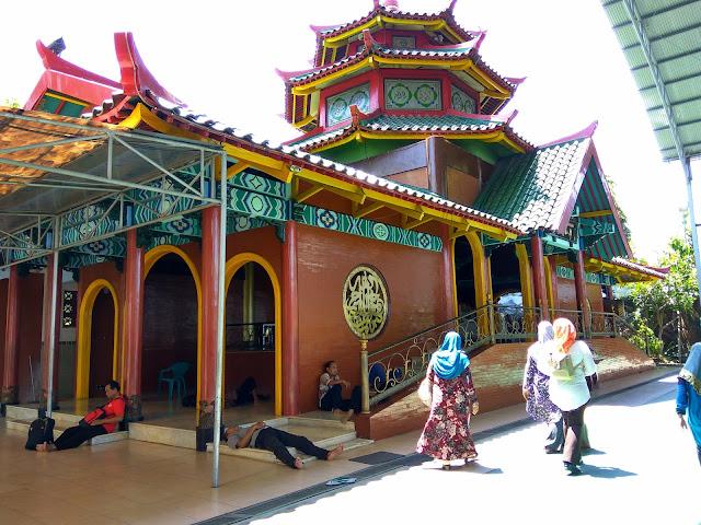 Kemegahan Masjid Cheng Hoo di Surabaya