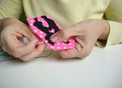 cosemos-la-silueta-etiqueta-de-fieltro-con-silueta-de-enamorados