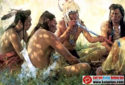 kalautau.com - Kegiatan yang melibatkan tembakau pertama kali dilakukan oleh suku Maya, Aztec dan Indiandi