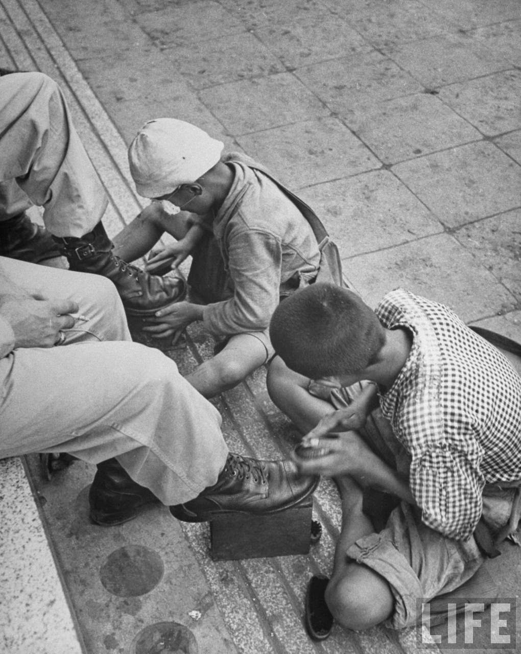 19 Amazing Black And White Photos That Capture Daily Life