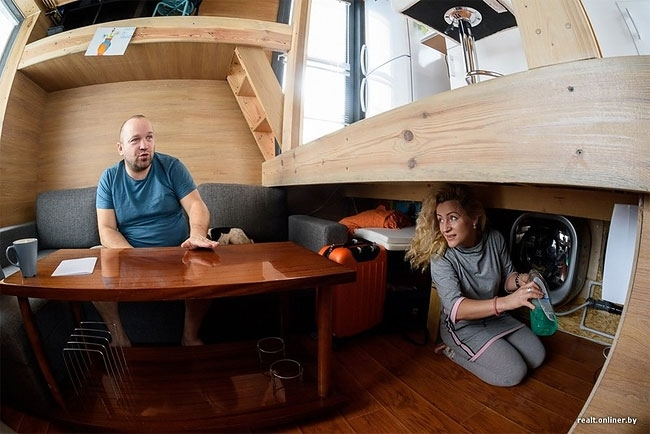 09-englishrussia-Self-Built-Micro-Tiny-House-for-USD4600-www-designstack-co