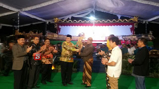 Melalui Pagelaran Wayang Kulit DPRD Provinsi Jatim Sosialisasikan Perundang Undangan