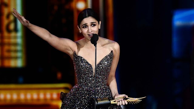 Bollywood superstars dazzle at India film awards