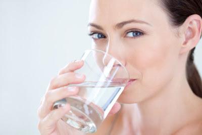 Cara menghitung kebutuhan air minum setiap orang.