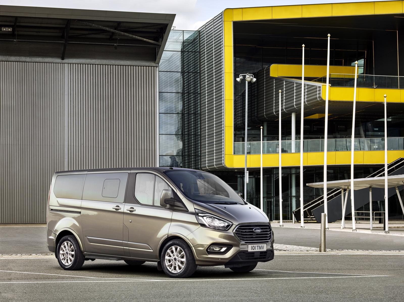 facelifted ford tourneo custom is a premium party for nine. Black Bedroom Furniture Sets. Home Design Ideas
