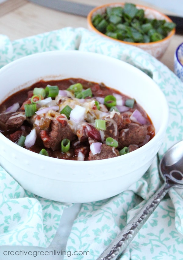 This healthy instant pot chili recipe is easy to make. Get a hearty beef chili by using stew meat instead of ground beef for the best taste and texture. This recipe is naturally gluten free and only has 7 weight watchers point in one hearty serving.  #creativegreenliving #creativegreenkitchen #chili #chilirecipes #instantpot #chilicookoff #chiliconcarne #glutenfree #freefrombad #wildharvest