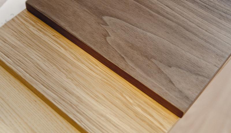 Front z litego drewna w jodełkę. Dąb, klon, orzech amerykański.