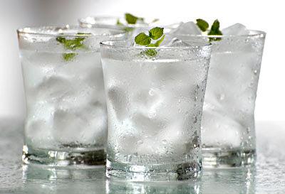 4 Alasan Minum Air Dingin Bahaya Bagi Tubuh