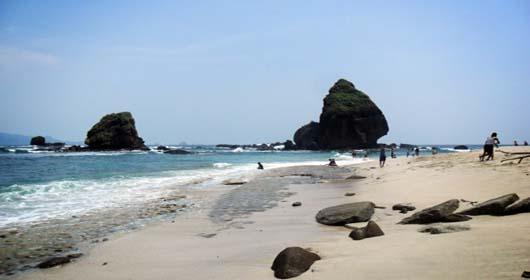 Pantai Pasir Putih Malikan