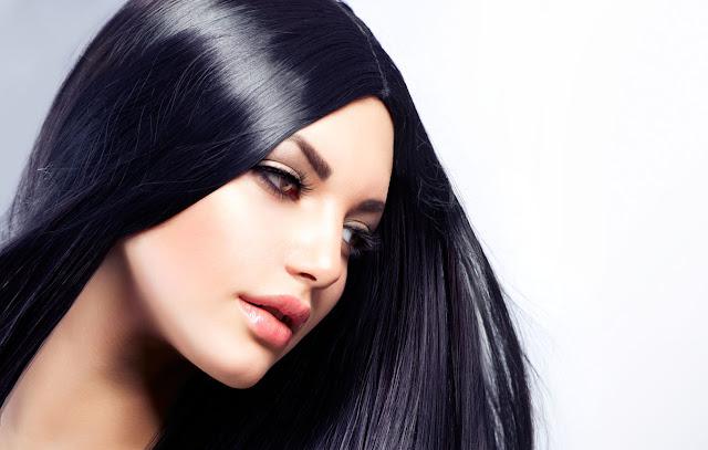 Hindari menggunakan minyak rambut saat pergi keluar rumah