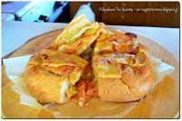 Γεμιστό ψωμί σαν πίτσα - by https://syntages-faghtwn.blogspot.gr