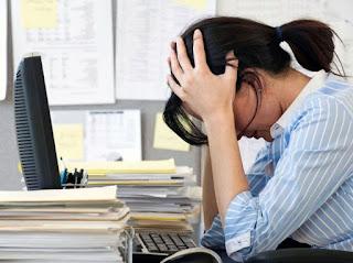 девушка усталость раздражение достали коллеги сотрудники нет сил офис