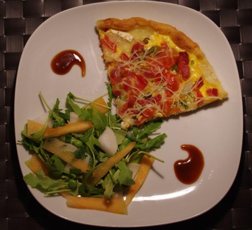 recette tarte gratin e de fromage et tomates accompagn e d 39 une salade de petits l gumes blog. Black Bedroom Furniture Sets. Home Design Ideas