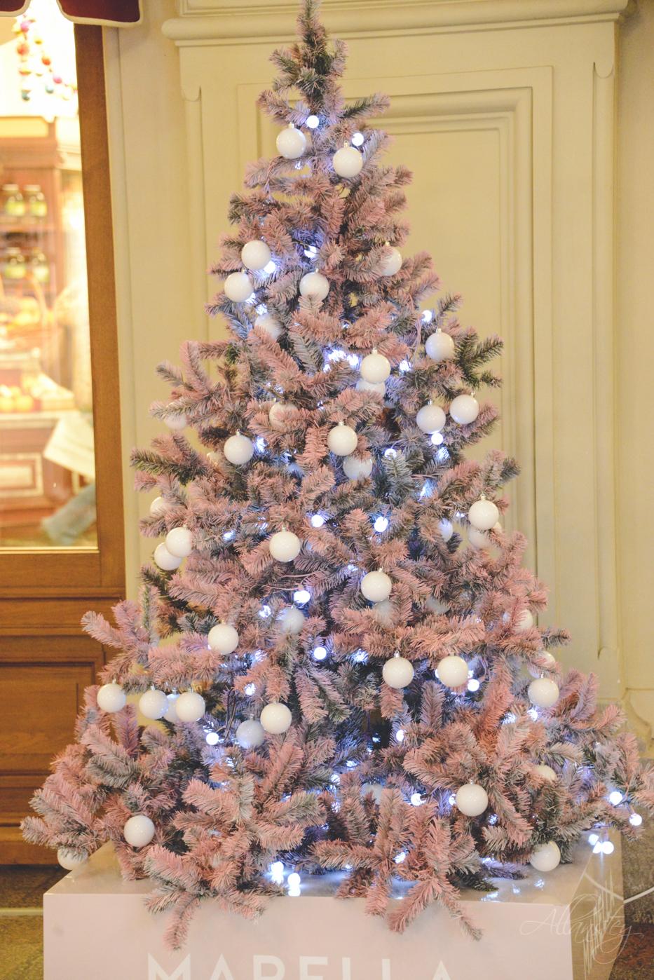 Christmas tree decoration design