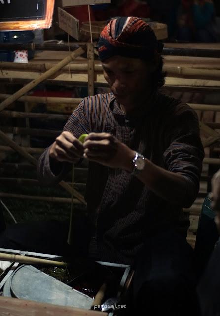 salah satu penjual permen gulali