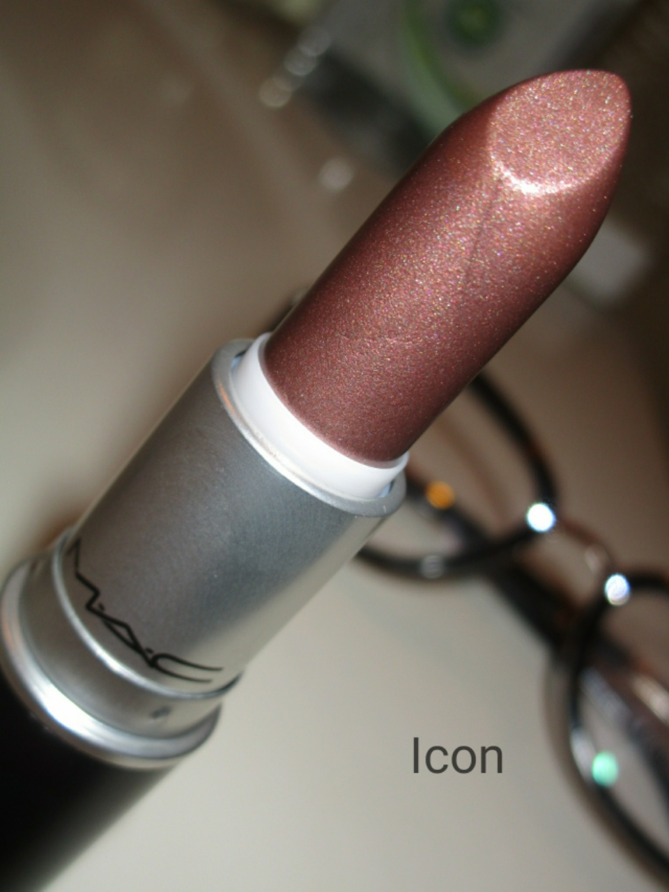 Throwbacks Lipstick by MAC #20