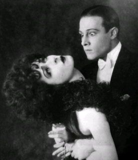 Rudolf Valentino: legenda. Recenzie film
