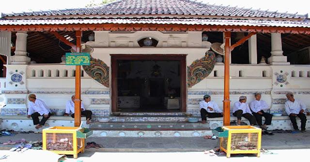 Wisata Religi di Makam Sunan Gunung Jati
