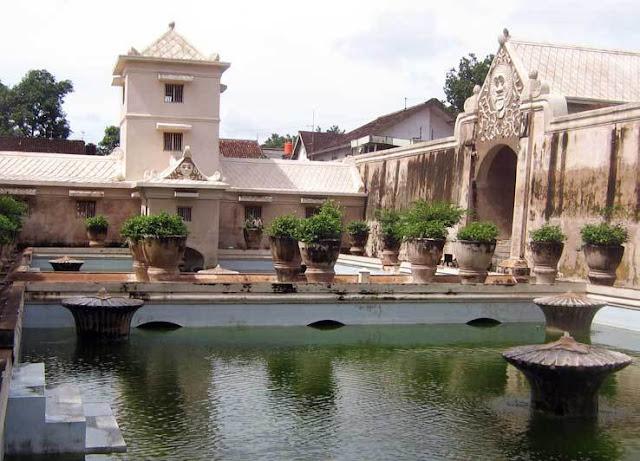 Wisata yang wajib di kunjungi di jogja karta, wisata taman air sari jogja