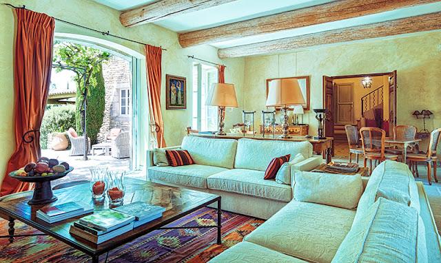 Intérieur luxueux à Gordes, village classé.