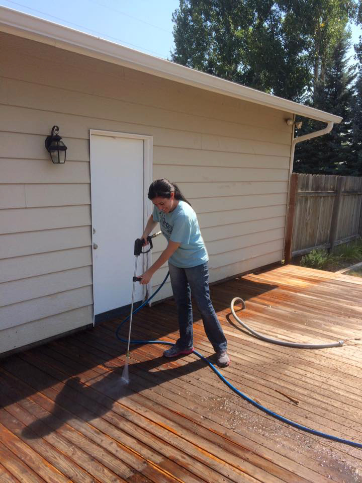Restore old wood with the help of a power washer