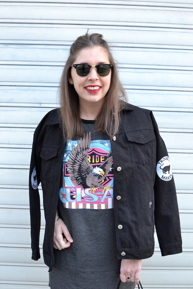robe USA missguided, veste en jean noir Boohoo, clubmaster Ray Ban
