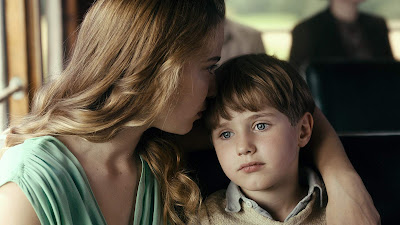 Never Look Away 2018 Image 4