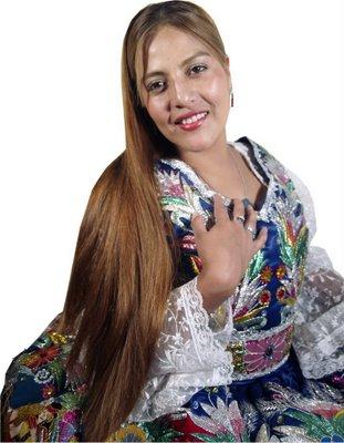 Marisol Cavero posando con cabello largo