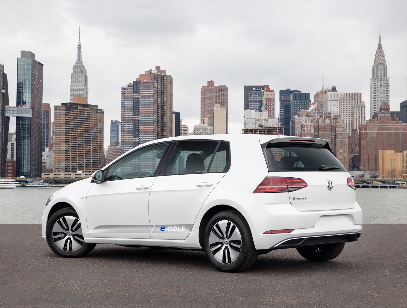 2018 vw golf facelift family including alltrack gti and r debut in new york carscoops. Black Bedroom Furniture Sets. Home Design Ideas