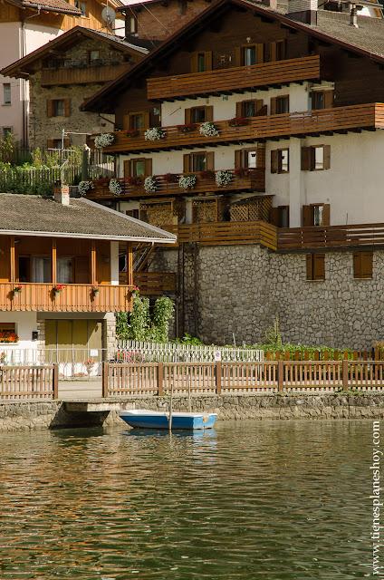 Alleghe pueblo bonito Italia Dolomitas