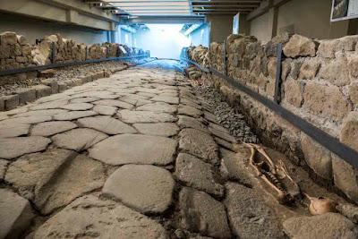Antica strada romana emersa sotto il McDonald's - Visita guidata per bambini Marino, Roma