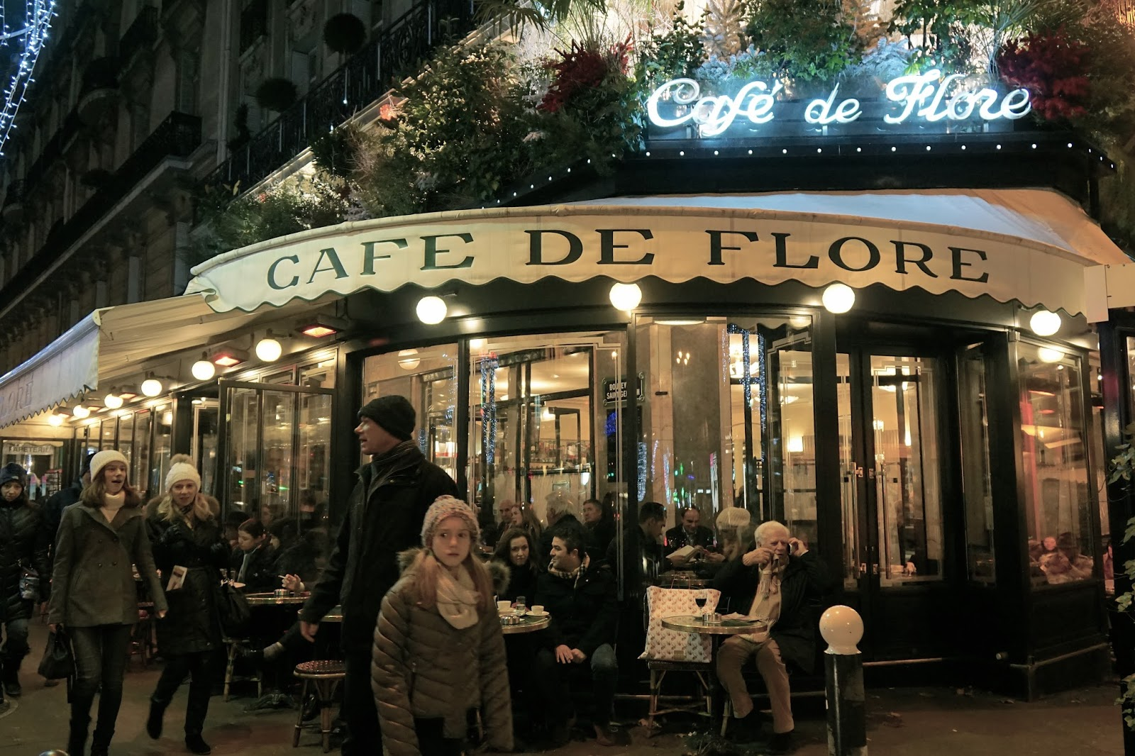 カフェ・ドゥ・フロール(Café de Flore)