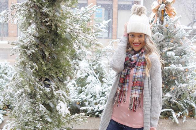 Winter snow hunter boots boyfriend cardigan chicago blogger