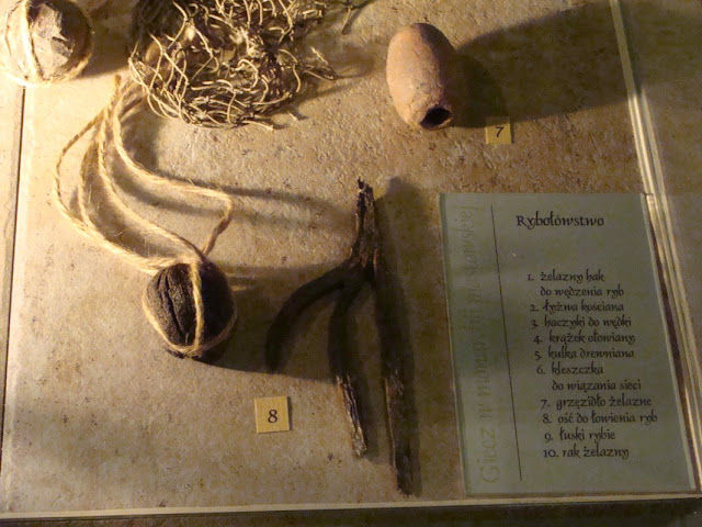 zabytki wczesnośredniowieczne z grodu i cmentarzyska w Gieczu - oścień i cieżarek rybacki