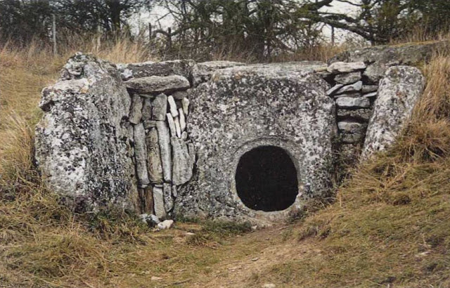 An ossuary saved from ruin in prehistoric times at Guiry-en-Vexin: Reverie on the megalithic monument at the la ferme Duport