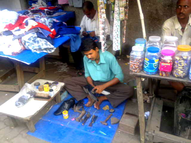 cobbler, space, street, lower parel, mumbai, india, street photography, street photo,